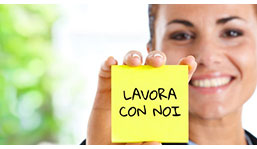 Lavora con noi | Sorriso e Salute Srls | Servizi Medici d'Eccellenza | cartello lavora con noi | post-it work with us
